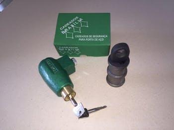 Cadeado automático para porta de aço. – Ref 201 - Cadeados Brasília - 15635 - Unitário
